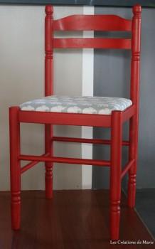 chaise en paille repeinte en rouge